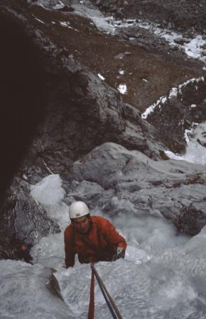 [Alpinisti su ghiaccio in zona non identificata]
