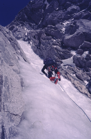 [Arrampicata su ghiaccio: Goulotte Albinoni Gabarrou sul Mont Blanc du Tacul]
