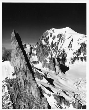 [Il Dente del Gigante e il Monte Bianco]