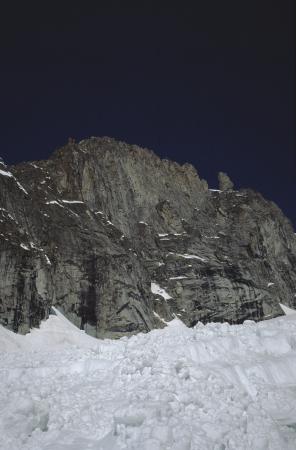 [Riprese varie di paesaggi e alpinismo su ghiaccio su rilievi del Gruppo del Monte Bianco; Couloir est Tour de la Brenva]