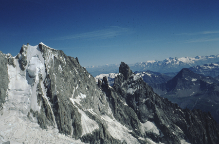[Paesaggi e alpinisti su roccia nell'area del Mont Blanc du Tacul e Mont Maudit]