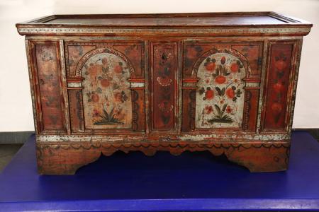 Cassapanca in legno proveniente dal Cadore