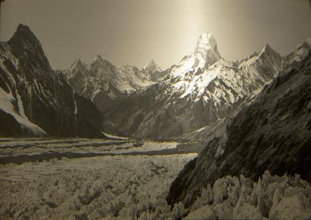 Monte Ushba dalla bassa Valle Mulkhura, Soanezia, Caucaso