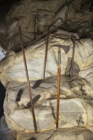 Evoluzione storica delle piccozze: dall'alpenstock alla piolet-traction (anni 1870-2000)