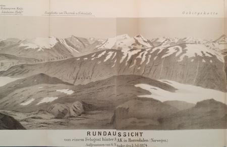 Rundaussicht von einem Felsgrat hinter Aak in Romsdalen (Norwegen)